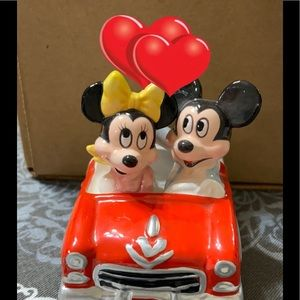 Who can resist Mickey&Minnie going for a ride❤️❤️